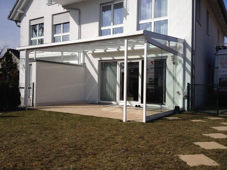 Terrassendach mit Schiebeelementen aus Glas