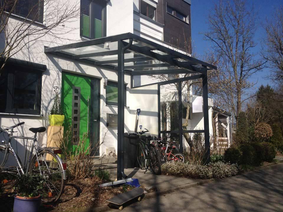 Haustürvordach schwarzes Aluminium und Glas