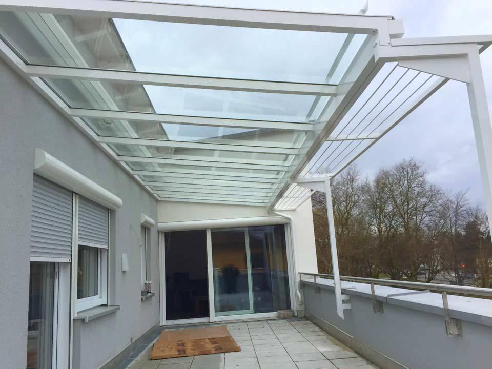 Balkon mit Glasüberdachung von Stefan Lutz Überdachungen