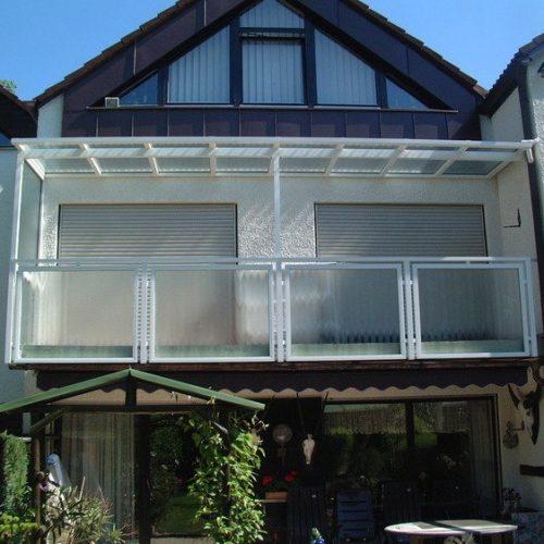Balkonverglasung mit Aluminium