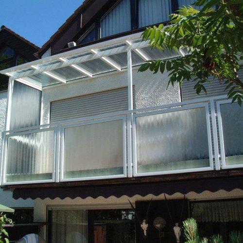 Balkonverglasung mit Seitenschutz