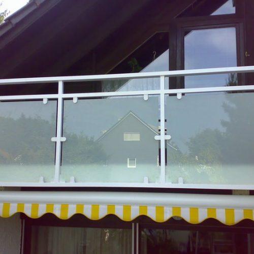 Überdachter Balkon mit Glasgeländer von Stefan Lutz Überdachungen