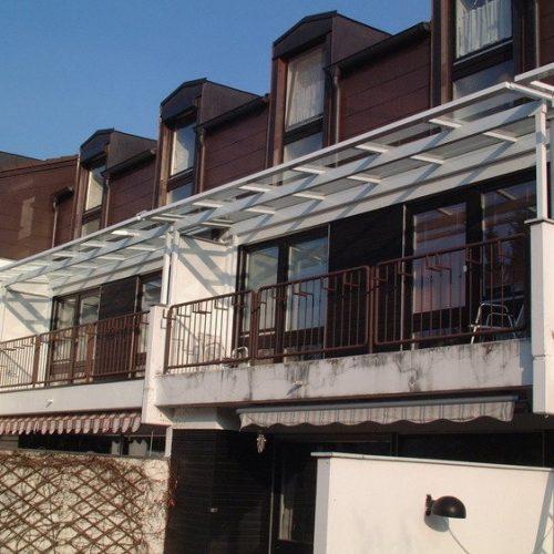 Balkonüberdachung über mehrere Balkons