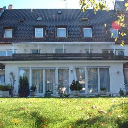 breite Balkonüberdachung von Stefan Lutz Überdachungen