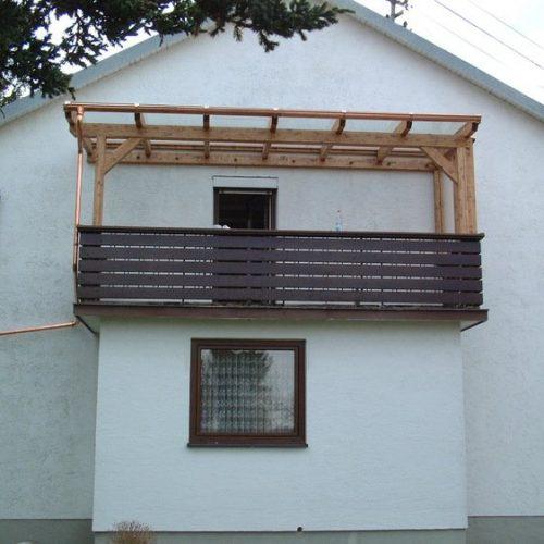 Holzüberdachung mit Glaselementen