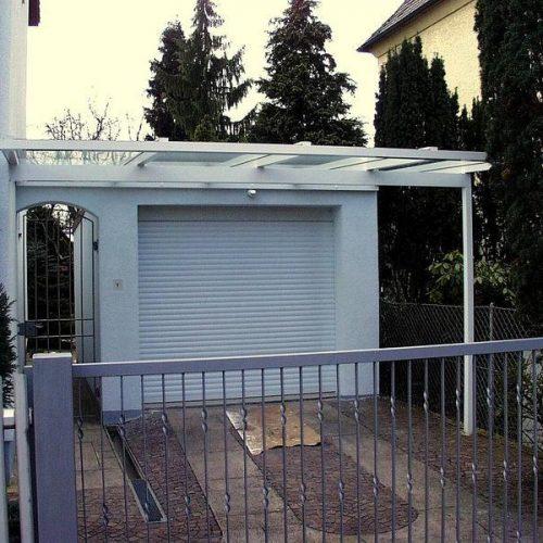 Carport aus hellem Aluminium von Stefan Lutz Überdachungen