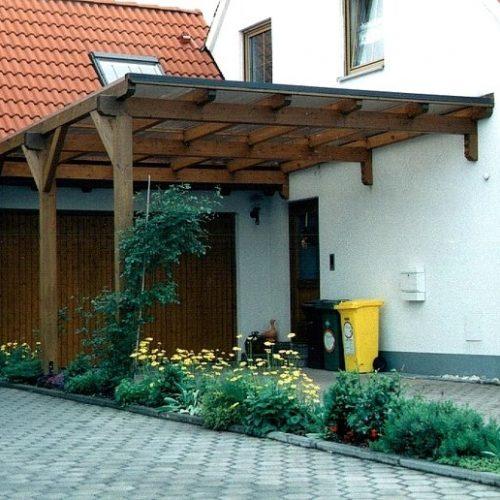 Carport aus massivem Holz als Garagen- und Haustürüberdachung