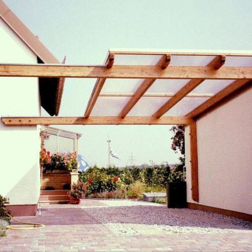 Carport aus Holz mit flachem Dach