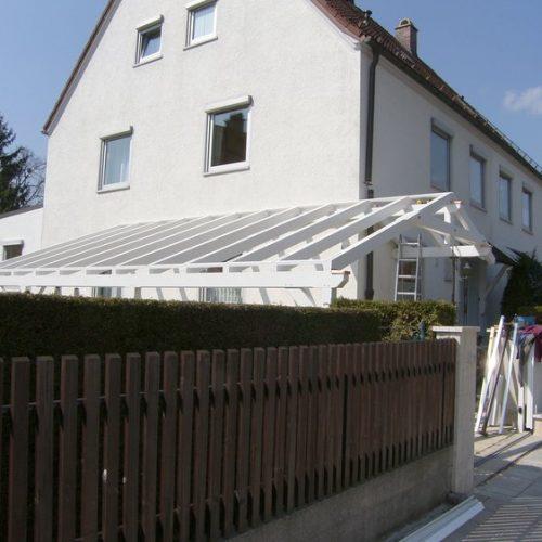 Bau eines weißen Holz-Carports von Stefan Lutz Überdachungen