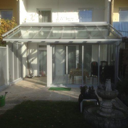 Wintergarten mit Fensterfläche und Schiebeelementen