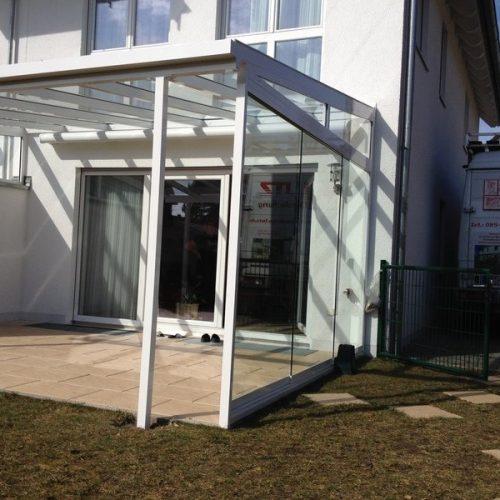 Terrassendach aus Aluminium mit Falt- und Schiebeelementen