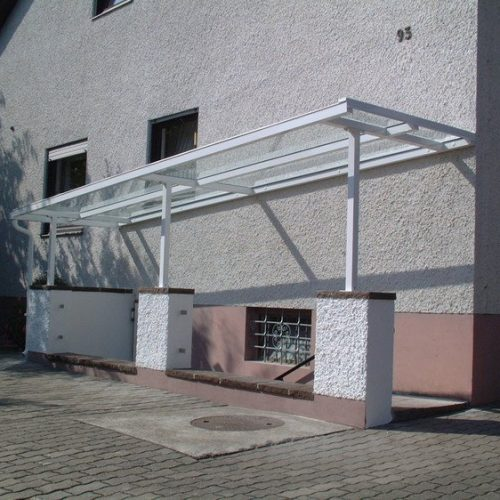Kellerabgang aus Aluminium mit Überdachung