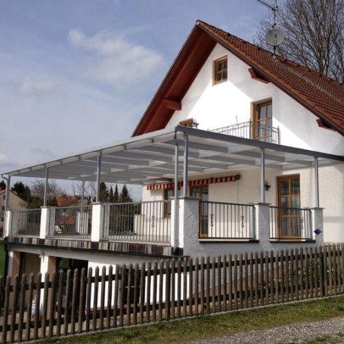 Terrassendach aus Aluminium und Glas