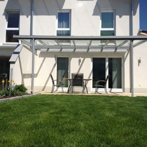 Terrassenüberdachung aus Aluminium und Glas, flach