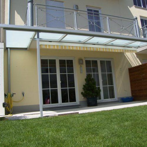 Terrassendach mit Milchglas