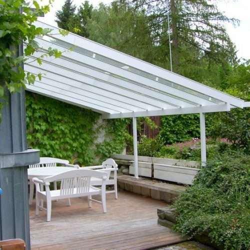 schräges Terrassendach aus Aluminium