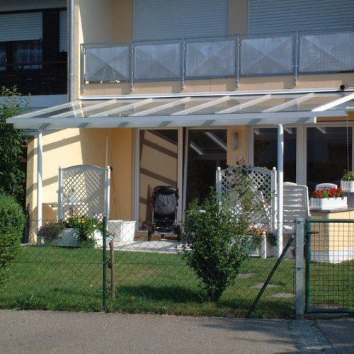 Terrassendach aus Aluminium und Glas, schräg