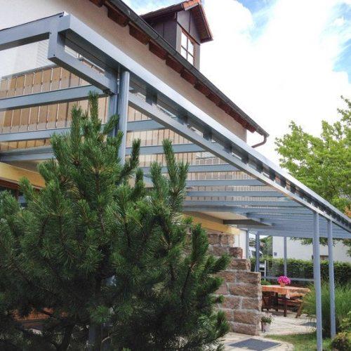 flaches Terrassendach aus Aluminium