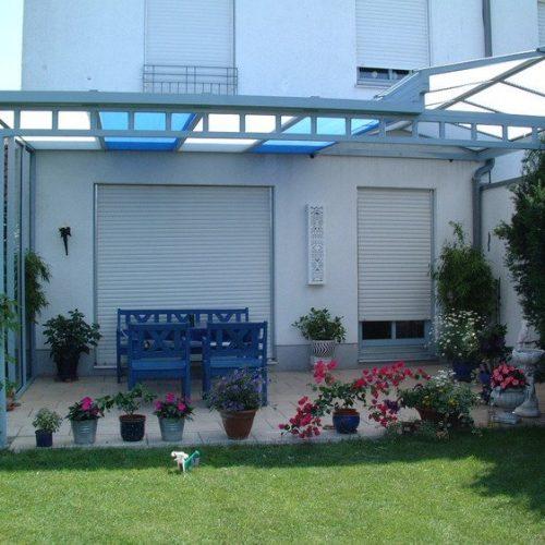 Terrassendach mit farbigen Gläserns