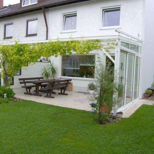 Terrassendach mit seitlicher Glaswand, flach
