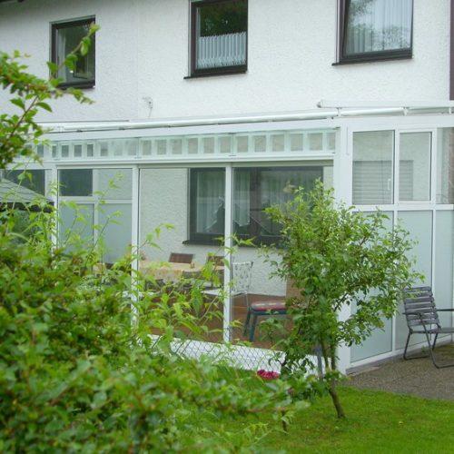 Terrassendach mit Glaswänden