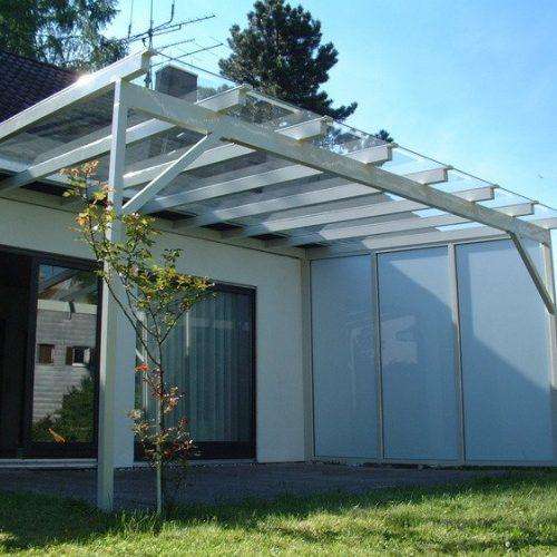 Terrassendach aus Aluminium, seitlicher Sonnenschutz