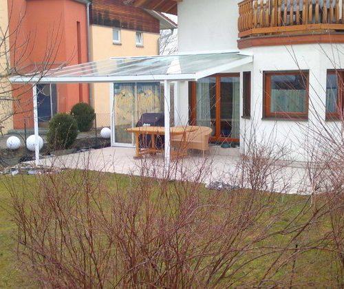 Terrassendach aus Aluminium mit Glasüberdachung