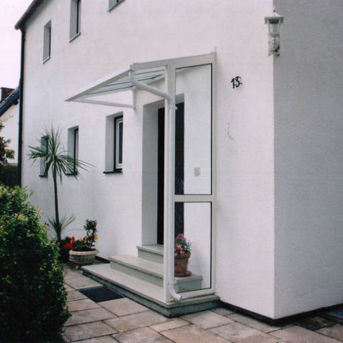 weißes Vordach mit Glas von Stefan Lutz Überdachungen