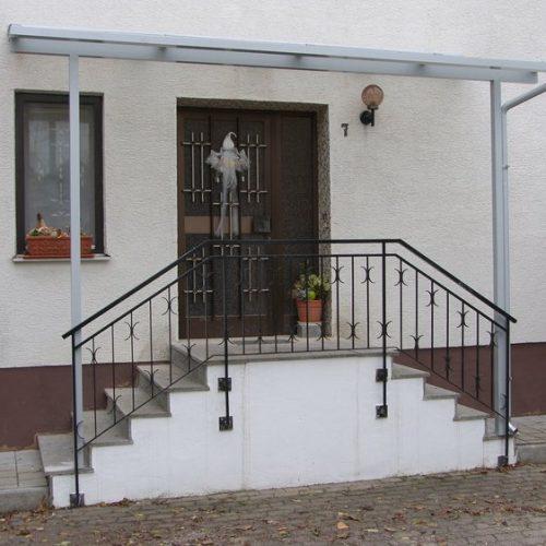zweiseitiger Treppenaufgang mit Überdachung von Stefan Lutz Überdachungen