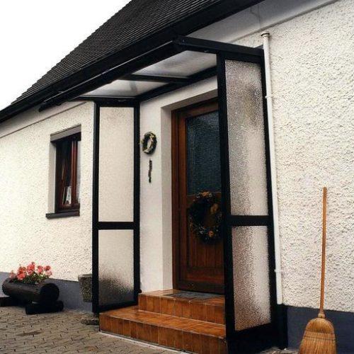 Vordach mit beidseitigem Schutz