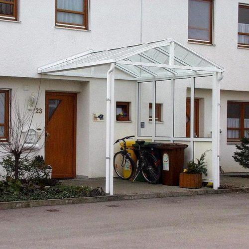 weißes Vordach mit Glas für Haustüre von Stefan Lutz Überdachungen