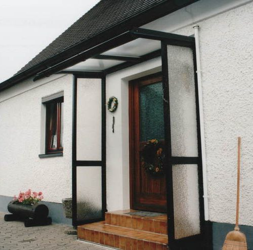 Haustürvordach mit Seitenelementen von Stefan Lutz Überdachungen