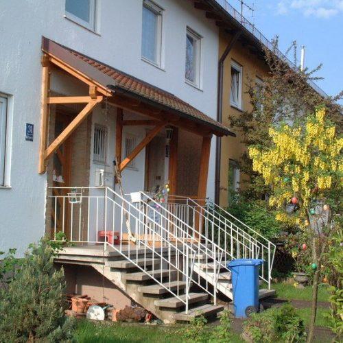 Haustürvordach mit Dachziegeln von Stefan Lutz Überdachungen
