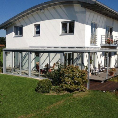 Große Terrasse mit Glasüberdachung und Wintergarten