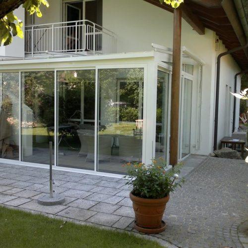 Wintergarten mit großer Fensterfläche von außen