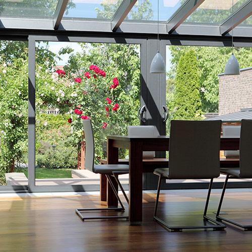 Wintergarten mit Möbeln