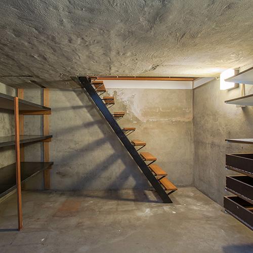 Kellerabgang drinnen